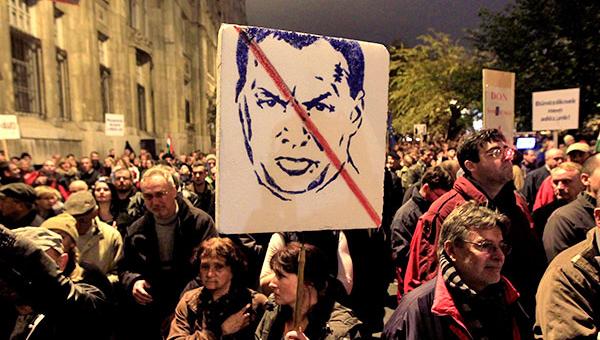 maydan-po-vengerski-demonstracii-v-budapeshte-menyayut-lozungi-no-ne-prekraschayutsya