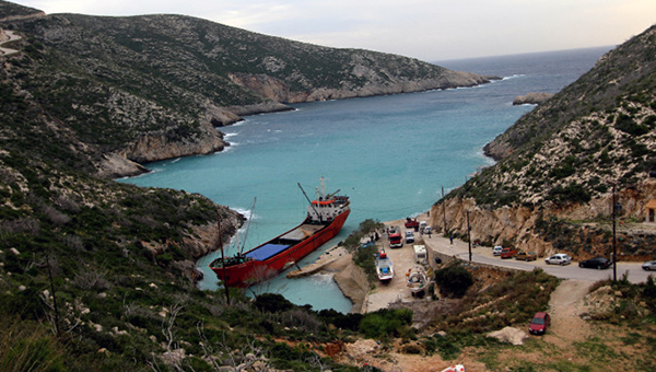 sudno-prizrak-s-kontrabandoy-obnaruzheno-na-grecheskom-ostrove-zakinf