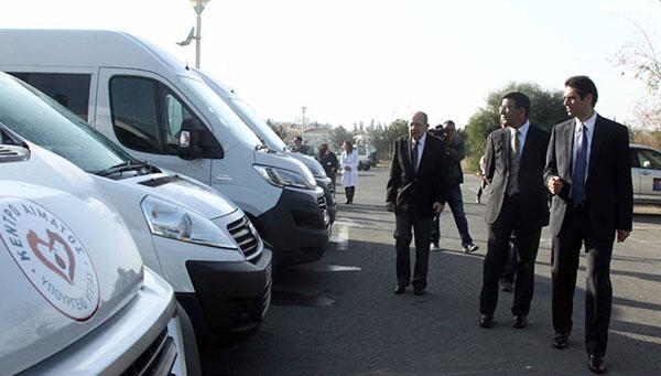 ministerstvo-zdravoohraneniya-kipra-poluchilo-5-novyh-mobilnyh-donorskih-centrov-na-kolesah