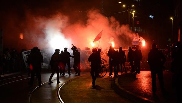 v-shveycarskom-bazele-manifestaciya-protivnikov-obse-zakonchilas-besporyadkami