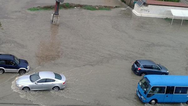 kipr-vo-vlasti-nepogody-dozhdi-grad-grozy-i-shkvalnyy-veter-budut-svirepstvovat-esche-sutki