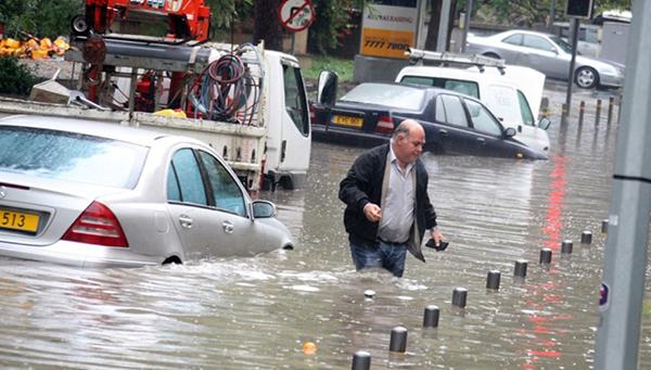 nepogoda-na-kipre-ulicy-zatopleny-rayony-ostalis-bez-elektrichestva