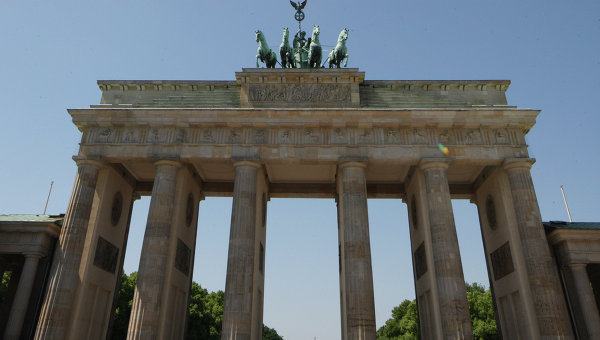 uchastniki-mitinga-v-berline-potrebovali-raspustit-nato-i-ne-vrazhdovat-s-rossiey