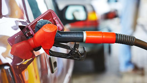 potrebiteli-kipra-neft-v-cene-padaet-no-cena-na-benzin-ne-snizhaetsya