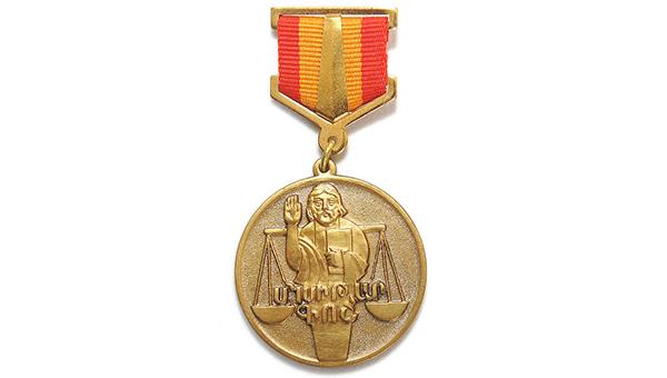 spikera-parlamenta-kipra-nagradili-armyanskoy-medalyu
