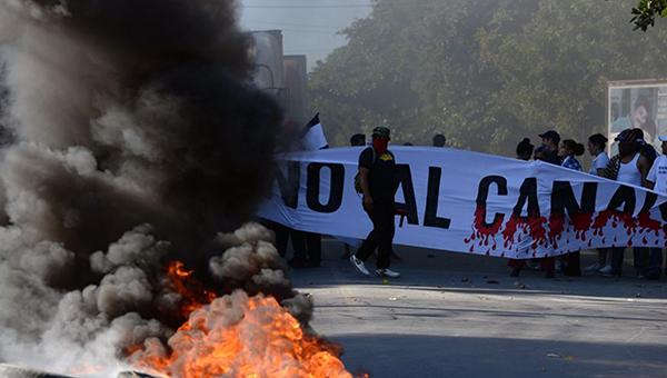 shvatka-kitaya-s-ssha-startovala-o-pervom-boe-protivnikov-nikaraguanskogo-kanala-s-policiey