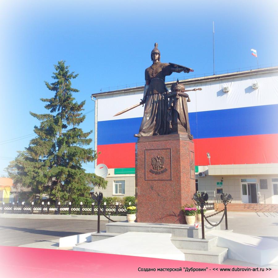 Основание постамента в форме Георгиевского креста. © Михаил Новосёлов / www.dubrovin-art.ru