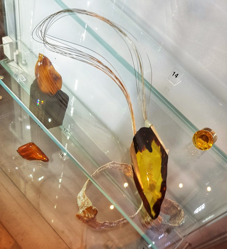 Музей янтаря в Гданьске, коллекция современных изделий