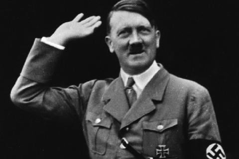 Фюрер приветствует толпу