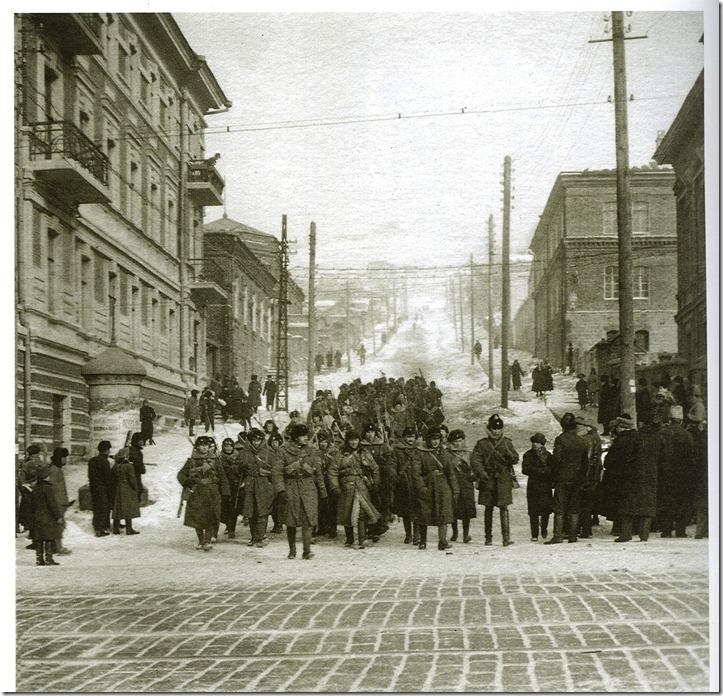Юнкера Учебной инструкторской школы во время подавления мятежа Гайды во Владивостоке 16-18 ноября 1919 годад