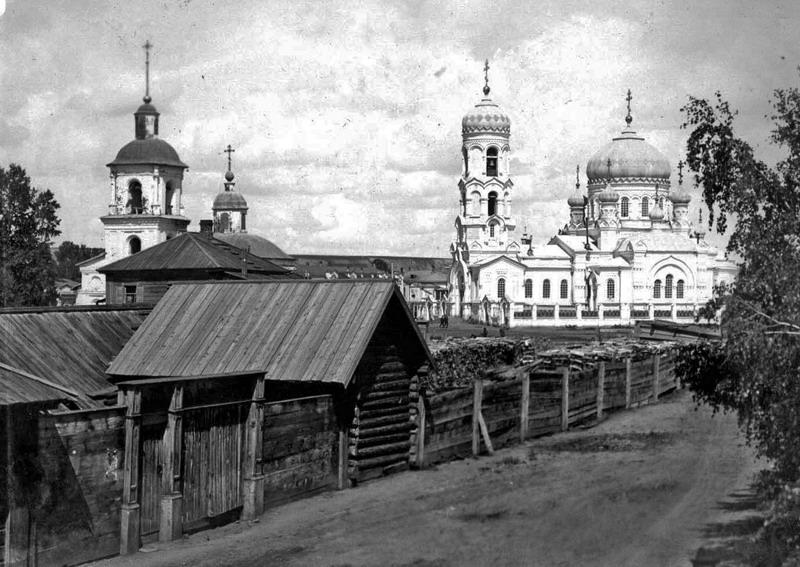 Старый и новый Успенские храмы