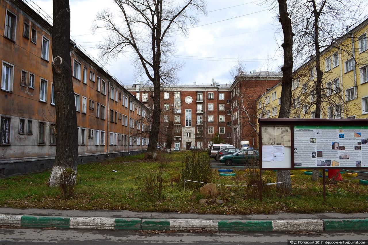 Ул. Хитарова, 34, проспект Металлургов, 35 (справа), Пионерский проспект, 24 (на заднем плане)