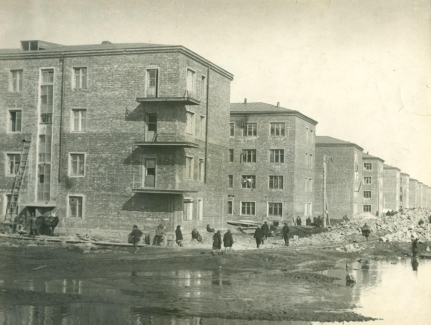 Соцгород. Первые десять каменных домов (будущий пр. Энтузиастов). 1931 г.