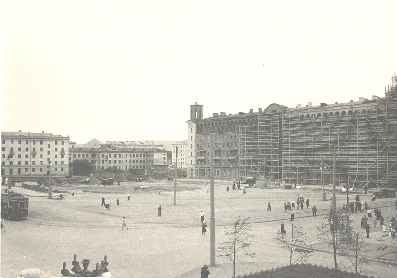 Окончание строительства жилого дома на проспекте Металлургов, 39. 1954 г.