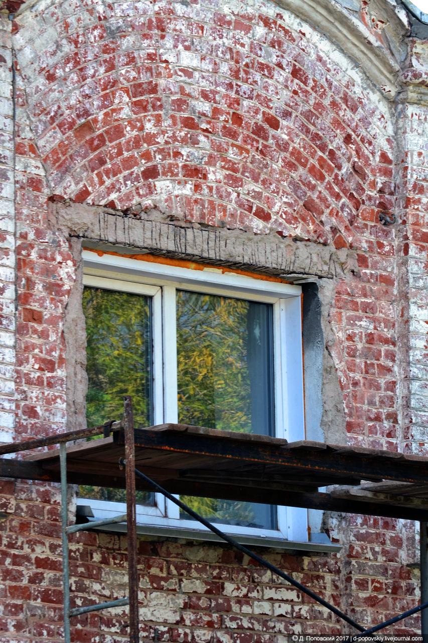 Фрагмент северо-восточного фасада на момент проведения ремонтных работ