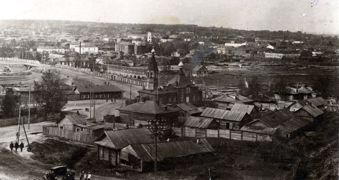 1920-е гг. Вид на пр.Красноармейский. Здание Крестовоздвиженской старообрядческой церкви на ул. Мамонтова