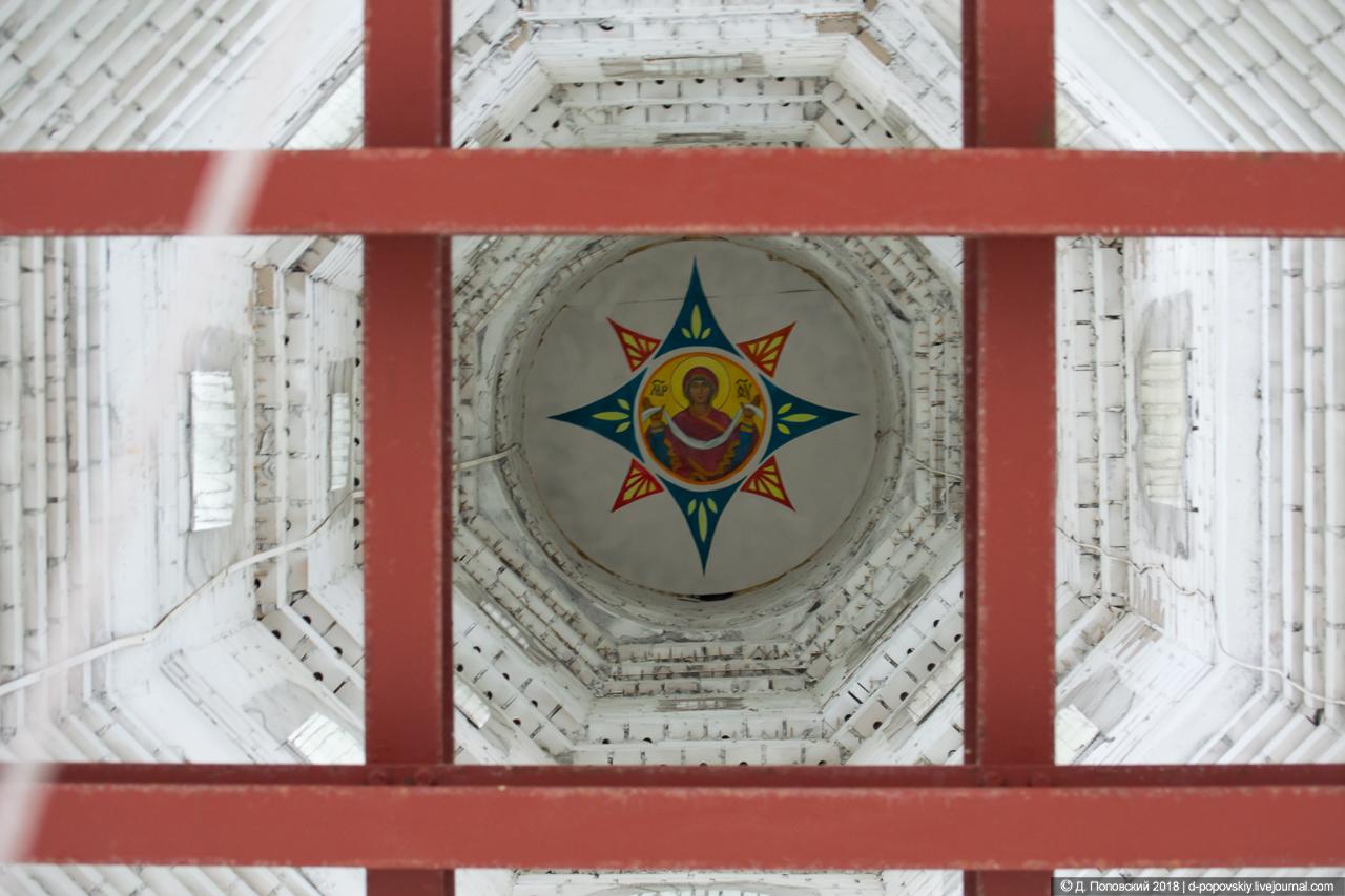 Икона Покрова Пресвятыя Богородицы под куполом колокольни
