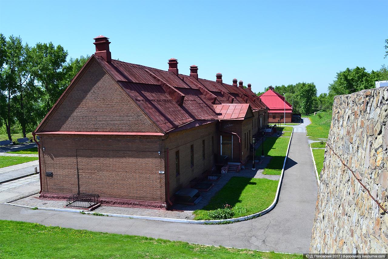 Обер-офицерский дом и солдатская казарма