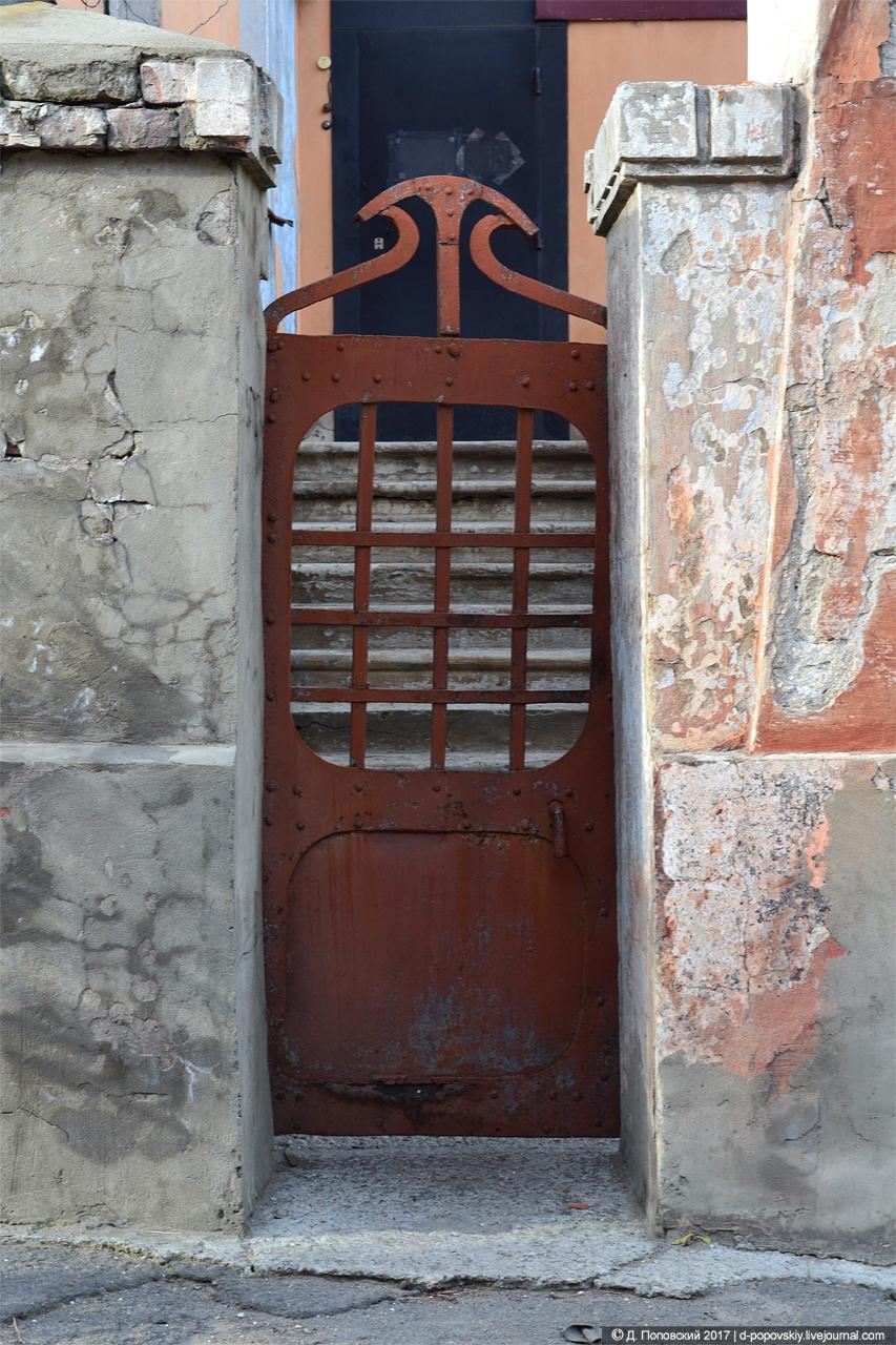 Калитка  в ограде усадьбы купца Ассанова