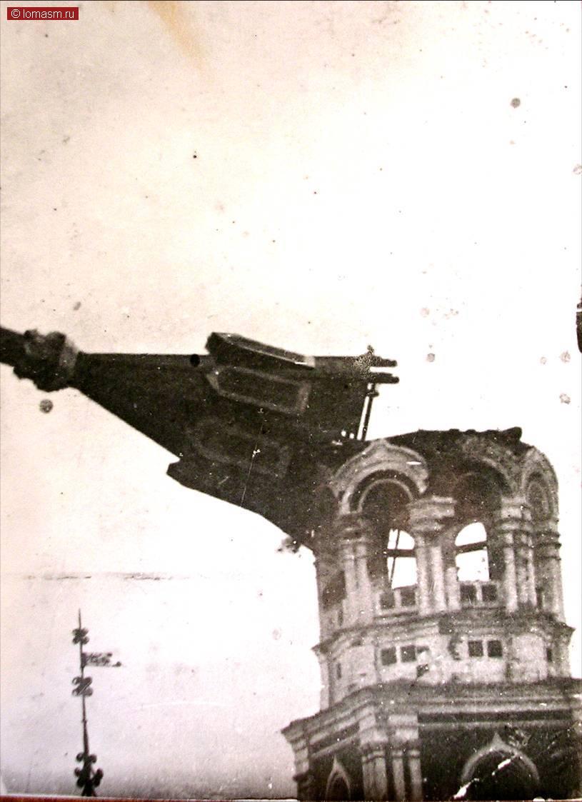 Источник: https://wfi.lomasm.ru/РУССКИЙ.Советские_фотографии_Бийск/разрушают__колокольню_троицкого_собора_начало_1930-х_гг..jpg