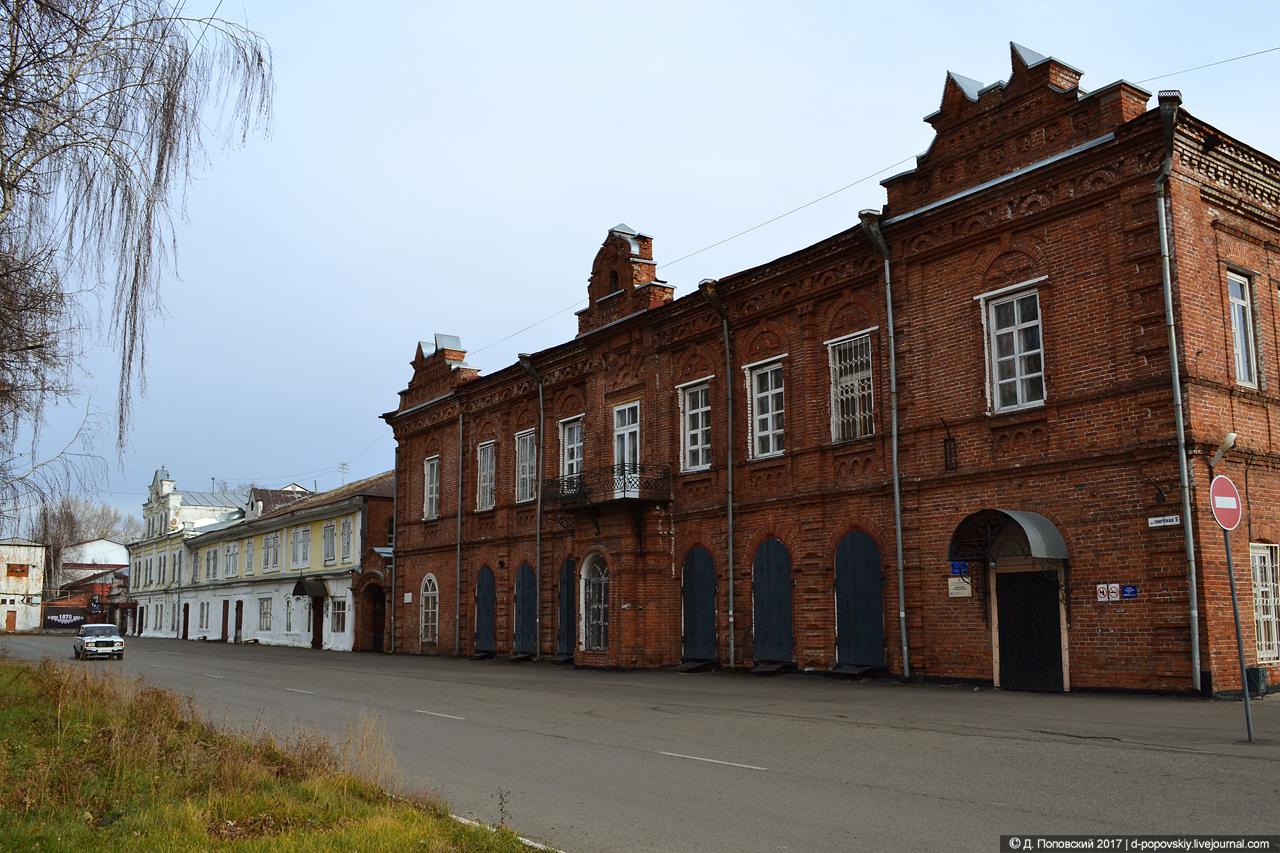 Торговый дом Сычевых (слева) и Сибирский торговый банк (справа)