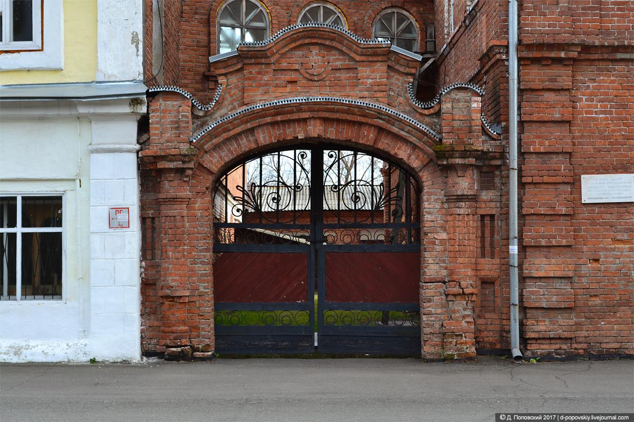 Сибирский торговый банк. Ворота