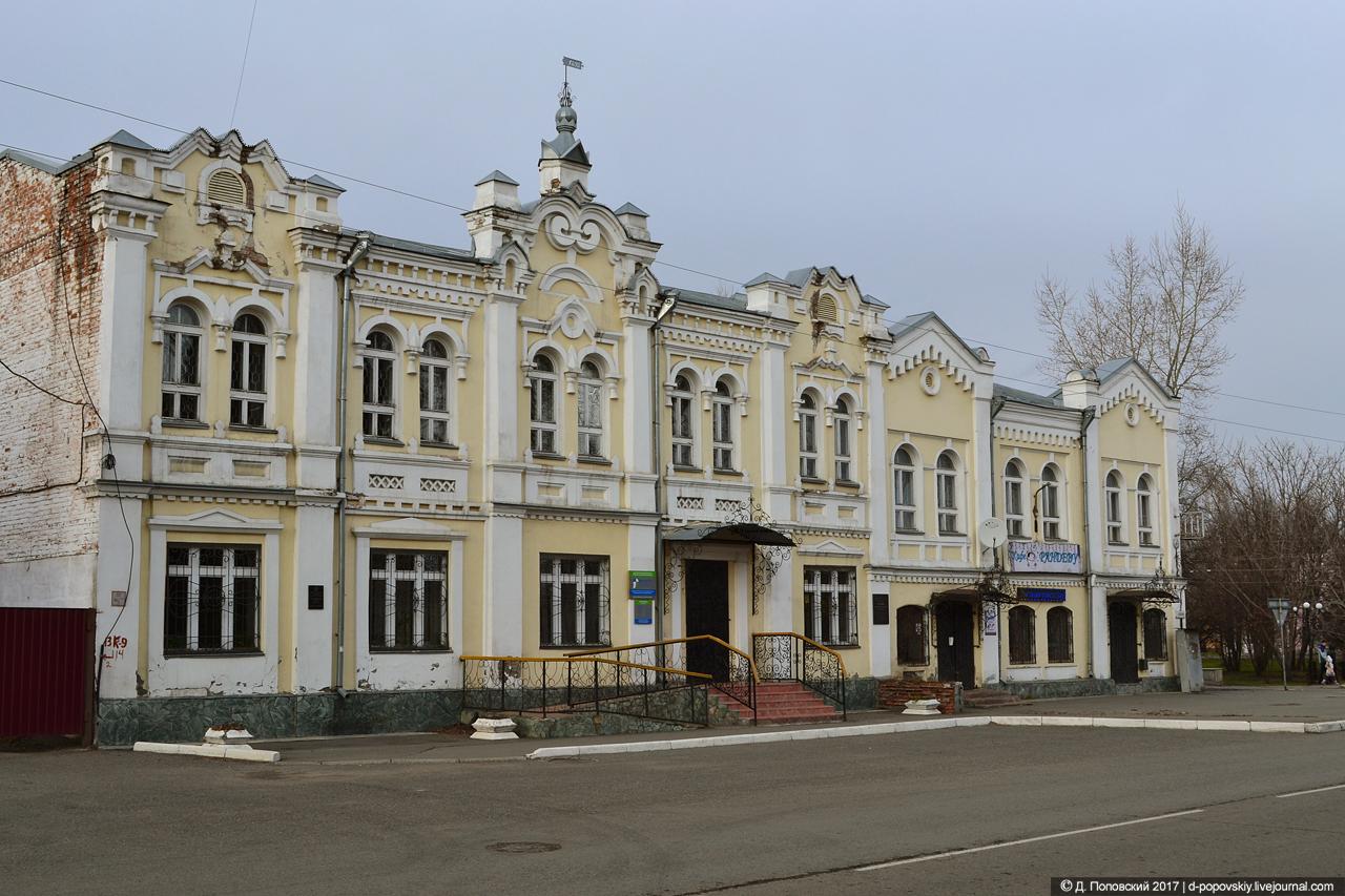 Дом Игнатьева (слева) и дом Гилева (справа)