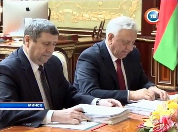 Macintosh на фото с вице-премьером Русым и премьер-министром Мясниковичем