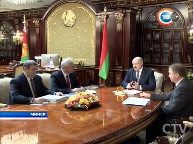 iMac на общем плане совещания у Лукашенко