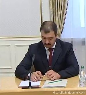 Виктор Лукашенко стремительно лысеет (фото-1)