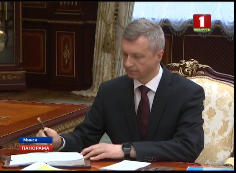 министр антимонопольного регулирования и торговли Владимир Колтович с часами