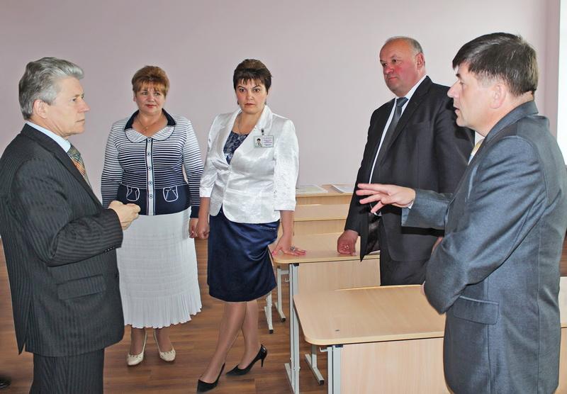 Министр образования раскручивает кандидата в депутаты Сергея Ушкевича