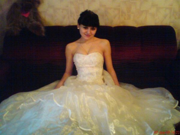 18-летняя Анжелика Тихонович в подвенечном платье