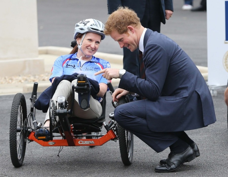 Prince+Harry+British+Royals+Help+Out+Annual+cs_gP0v8XCZx