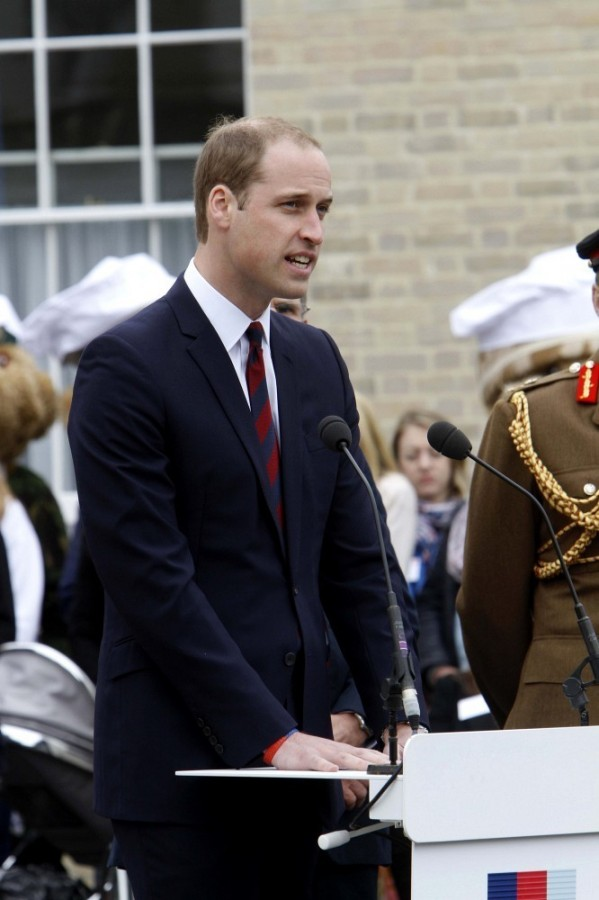 Prince+William+British+Royals+Visit+Heroes+-yj4AbbYS4Kx