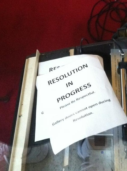 Resolution in Progress sign in window, even though the chamber was empty