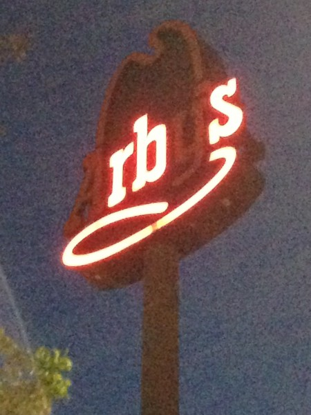 Arby's sign with the A, Y, and apostrophe missing