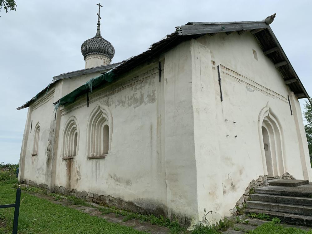 Церковь Святителя Василия Кесарийского, построена в 1686 году, памятник федерального значения