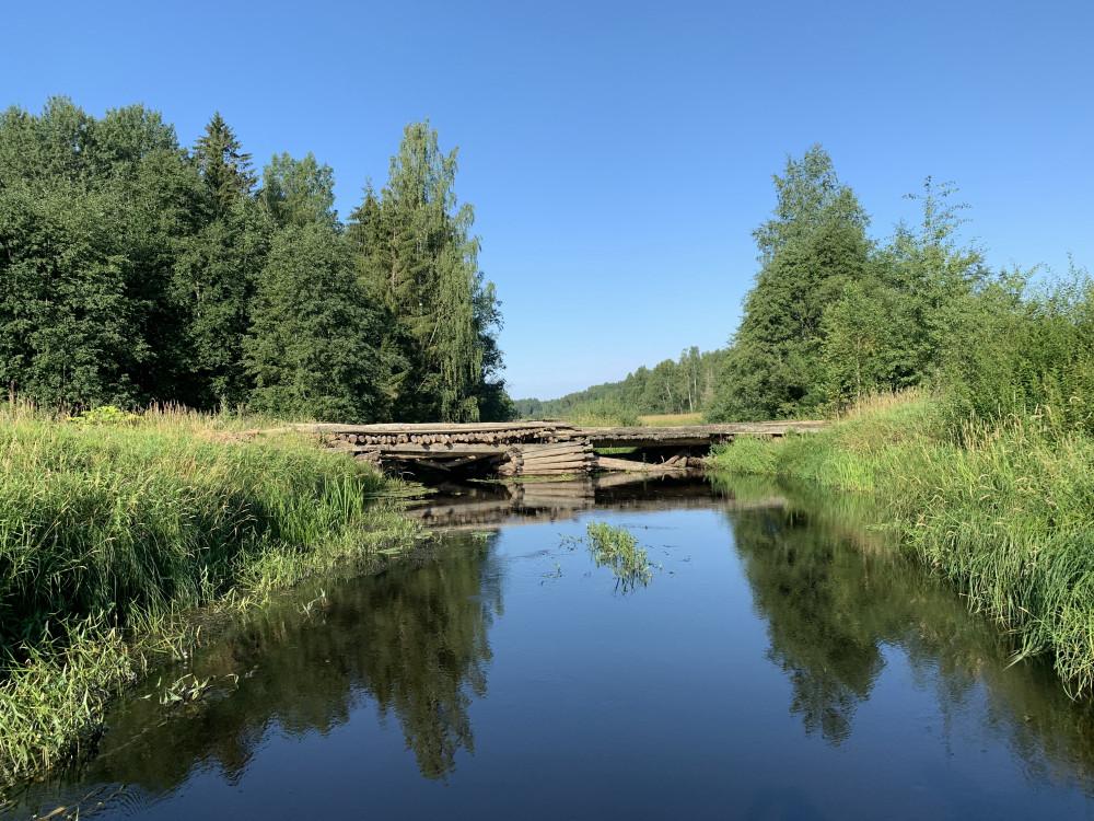 Мост через речку Меглинку. На грузовике наверно не надо.