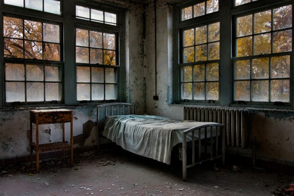 Norwich State Hospital, Patiently Waiting ©Tom Kirsch
