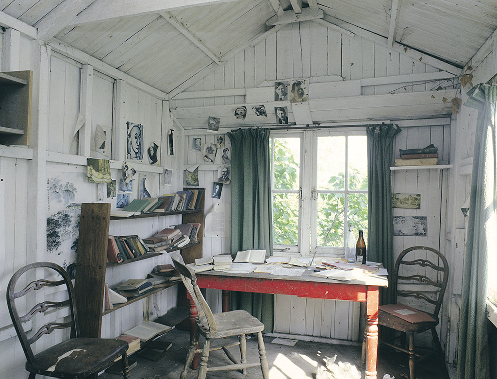 Dylan Thomas Writing Shed Laugharne, Wales II.jpg