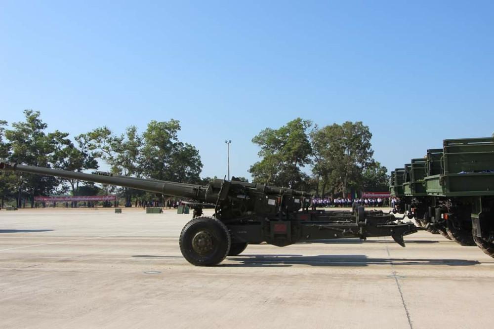 Военный парад в Лаосе самоходные, армии, китайские, парад, шасси, 122мм, колесной, гаубицы, CSSH1, автомобильном, сообщалось, корпорации, китайской, производства, NORINCO, поставках, ранее, которых, современные, формулой