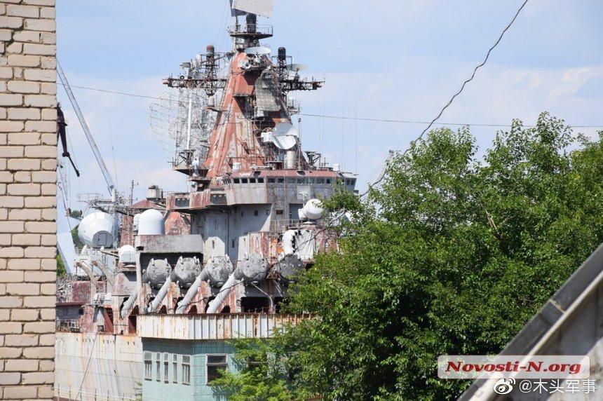 Президент Украины Зеленский на недостроенном ракетном крейсере Украина