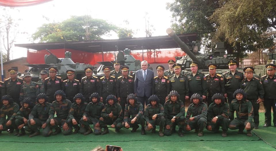 Россия передала очередную партию бронетехники Лаосу