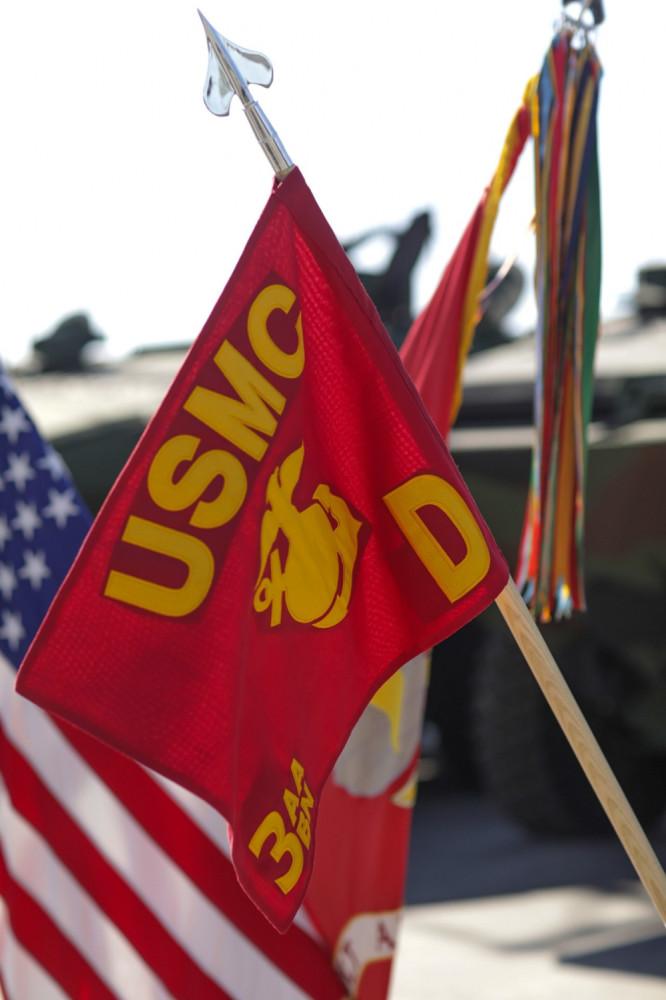 Морская пехота США начала получать на вооружение новые бронетранспортеры ACV