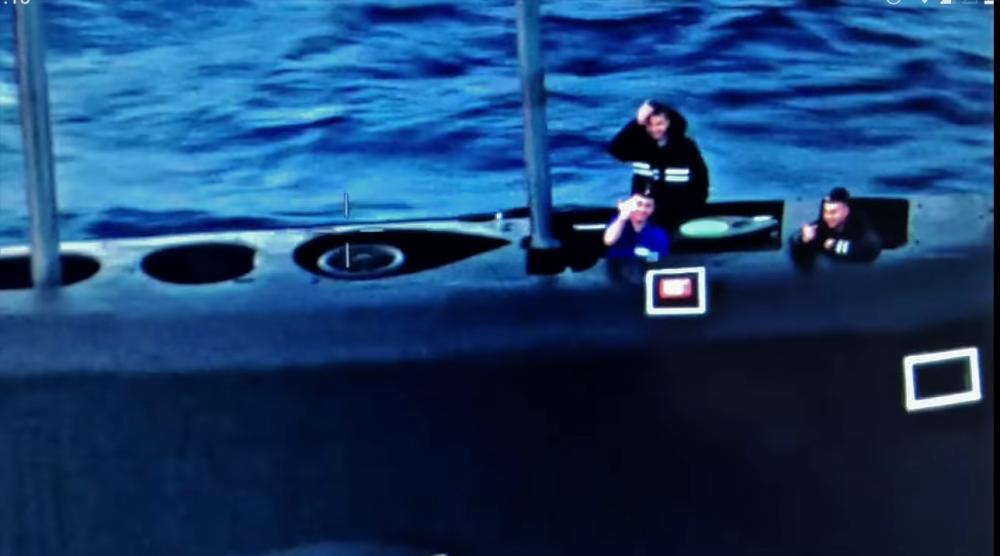 Дружеский жест русских подводников экипажу патрульного самолета Boeing P-8
