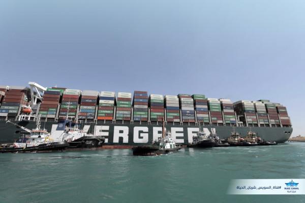 Новые фотографии работ по освобождению контейнеровоза Ever Given в Суэцком канале