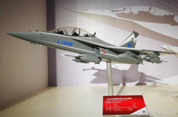 Новая фотография китайского легкого боевого (учебно-боевого) самолета L-15AW