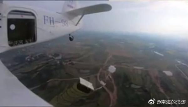 Впервые продемонстрировано автоматическое парашютное десантирование груза с беспилотного Ан-2