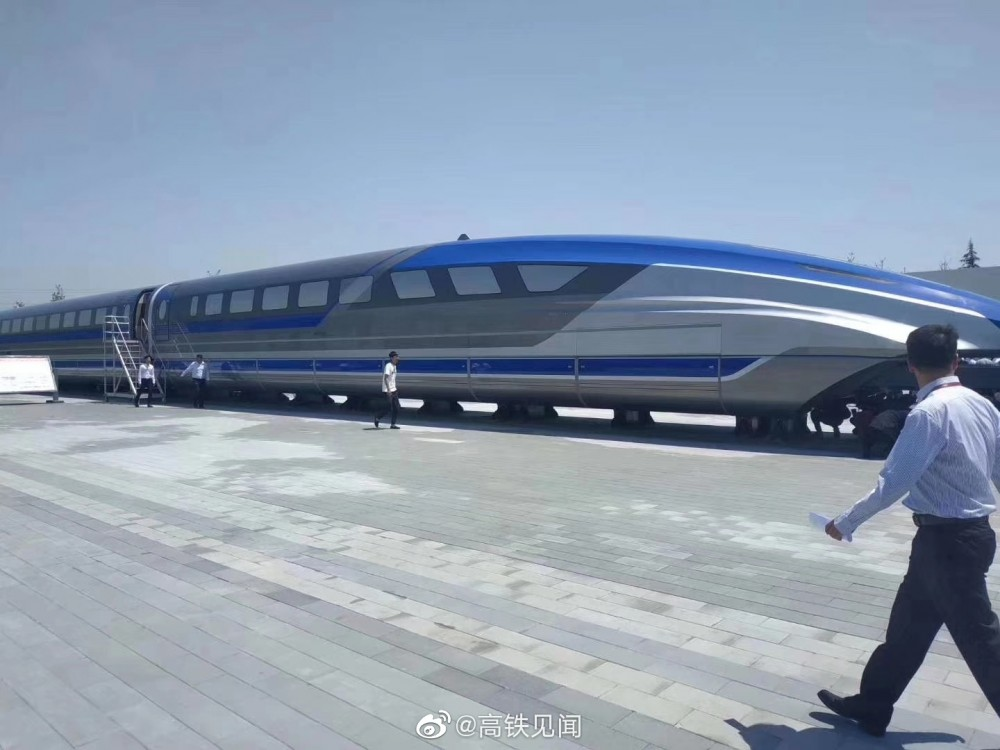 Новый китайский высокоскоростной поезд на магнитной подушке